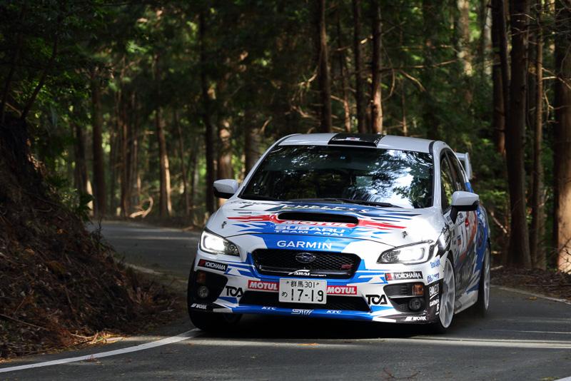 今年のシリーズチャンピオン 新井敏弘/田中直哉組(スバル WRX STI)は2位