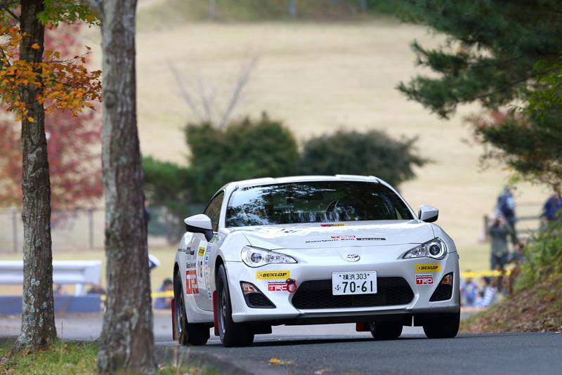 カーナンバー118の山本磨美選手は、F1/WRCドライバー、キミ・ライコネン選手のファンが高じてラリーの世界にハマった初心者コ・ドライバーだ