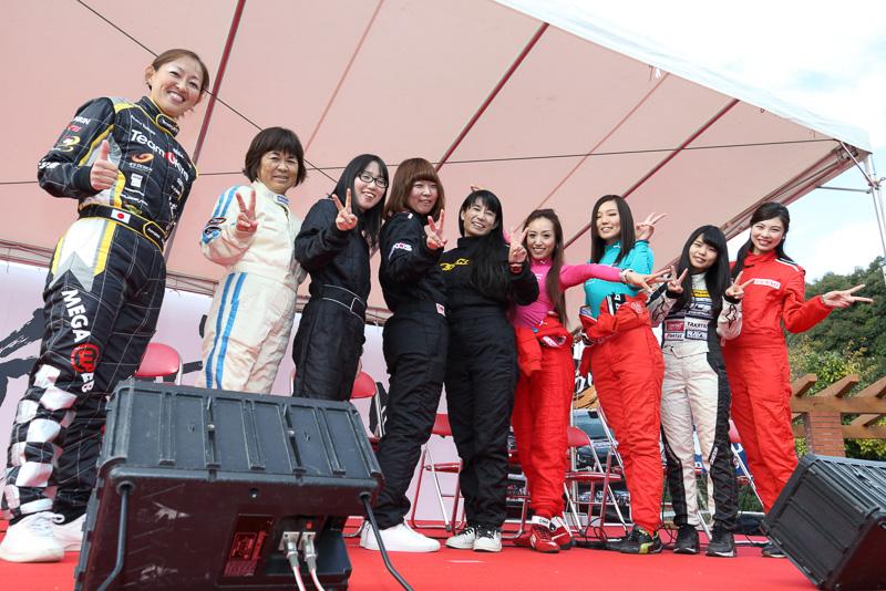 TRDラリーチャレンジに参戦する女性選手によるトークショーも開催。自動車関連企業のOLからモデル、学生、主婦など幅広い層の選手が集まった