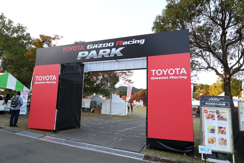 TOYOTA GAZOO Racing PARKでは来場者にショルダーバッグを配布。クイズラリーへの参加者にはミニカーなど様々なプレゼントも用意されていた