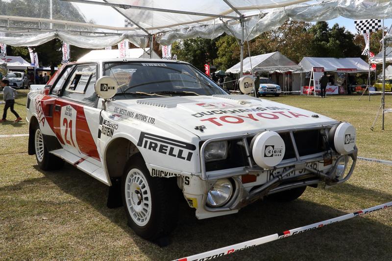 グループBマシンのNo21セリカツインカムターボ(TA64)は、1985年にサファリラリーで優勝したユハ・カンクネン車