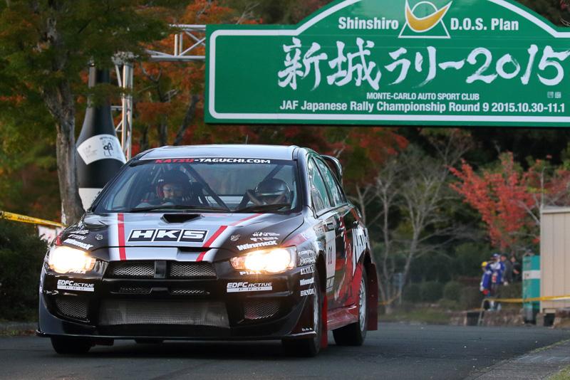田口選手のランサーエボリューションXにはアッキーナこと南明奈さんも同乗。来場者を驚かせた