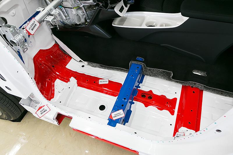 各種フランジでは切り欠きを減らし剛性を向上したほか、シートレールも構造部材で受け止め剛性を向上。座り心地の向上に繋がるという
