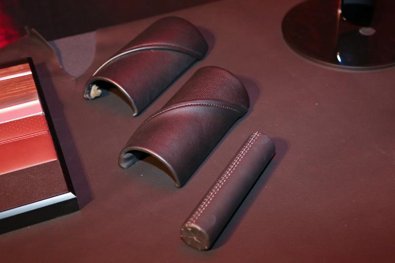 シートやパネルに採用されているナッパレザーも最高品質のものになる