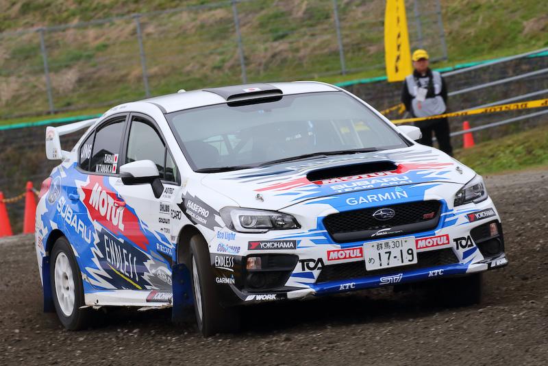 圧巻の派手なパフォーマンスは今シーズンの全日本チャンピオン・新井敏弘選手