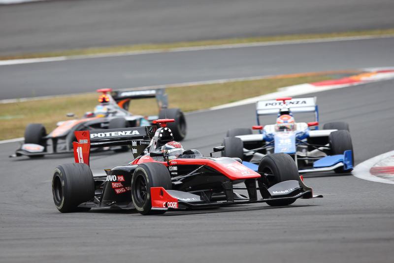 今シーズンにチャンピオンに輝いた石浦宏明選手のほか、多数の選手が参加したスーパーフォーミュラの走行