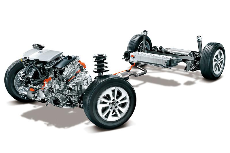 駆動用バッテリーはラゲッジスペースのフロア下からリアシートの座面下に移設。重量物であるバッテリーが低く、車両中央側に移動したことで走行性能の向上に繋がっている