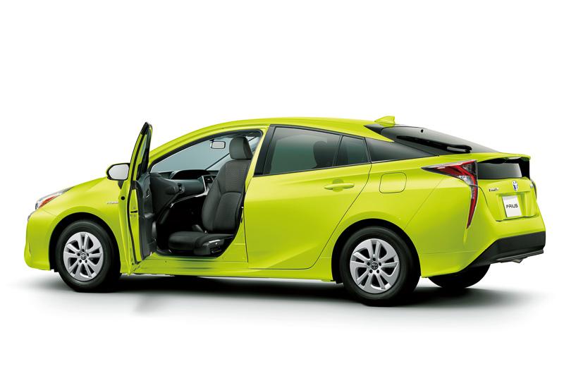 回転チルトシート車(写真)は2016年3月10日、フレンドマチック取付用専用車は2016年4月1日に発売となる