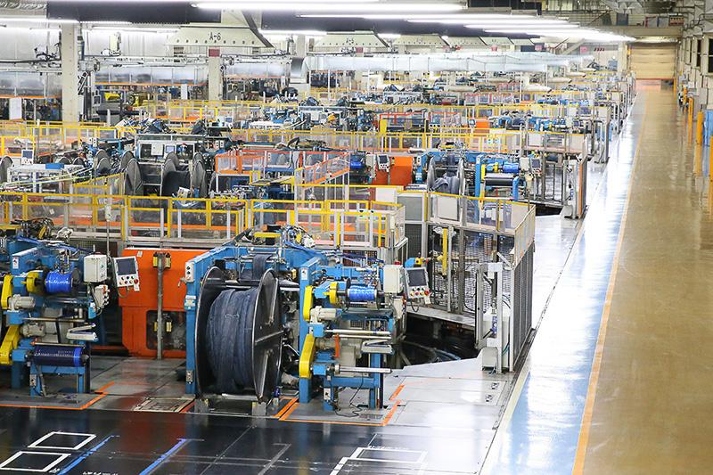 彦根工場内部に整然と並ぶBIRD