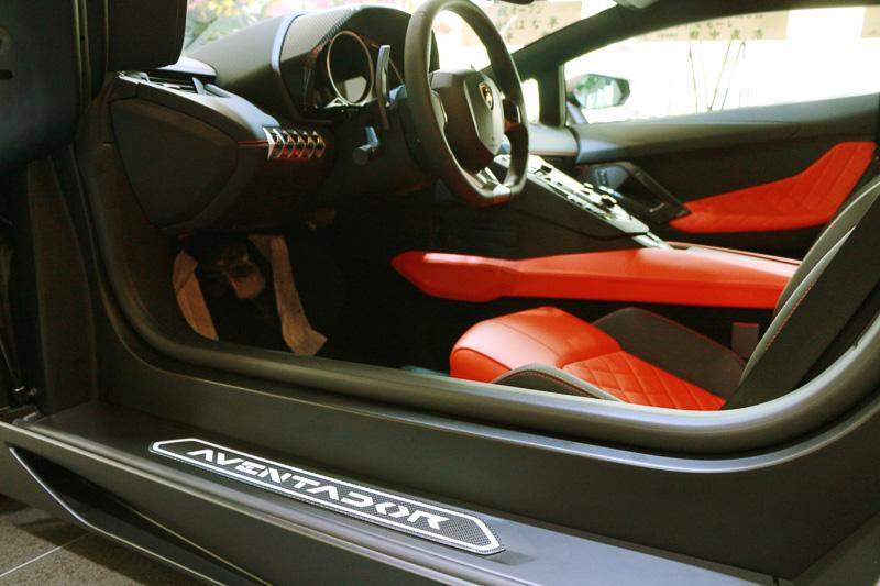 ランボルギーニのフラグシップモデル「アヴェンタドール LP700-4」。700PSのV型12気筒エンジンが350km/hの最高速を可能としている