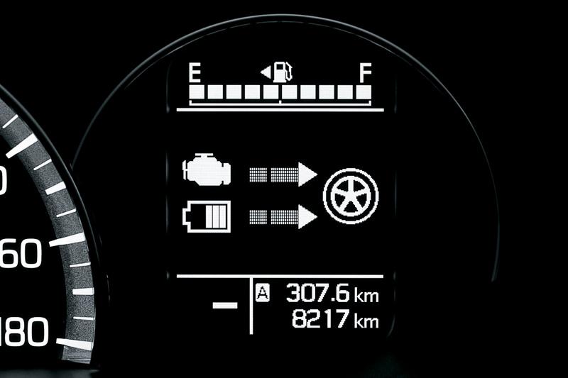 マイルドハイブリッドシステムの作動状態はメーターパネル右側に設定するマルチインフォメーションディスプレイに表示