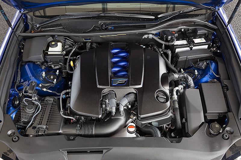 パワートレーンはV型8気筒DOHC 5.0リッター「2UR-GSE」エンジンと8速AT「8-Speed SPDS(8速スポーツダイレクトシフト)」の組み合わせ。最高出力351kW(477PS)/7100rpm、最大トルク530Nm(54.0kgm)/4800-5600rpmを発生。JC08モード燃費は8.2km/L