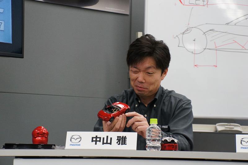 模型となったロードスターについて、実車を担当した中山氏と淺野氏がツッコミを入れるコーナーも用意された
