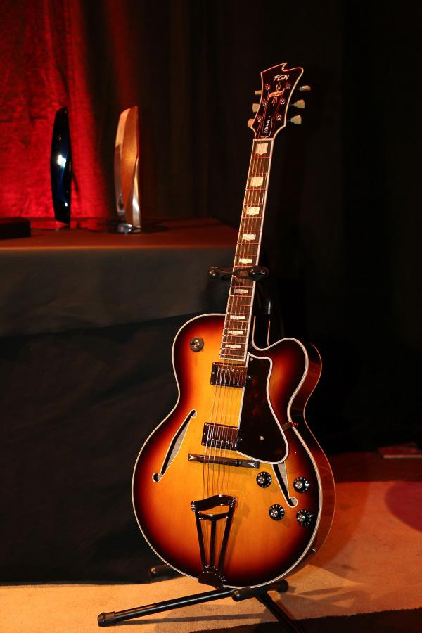 室内に使われるウッドは高級ギターメーカー「富士弦」との共同製作