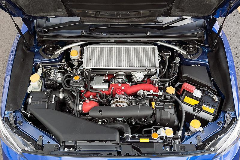 「EJ20型」水平対向4気筒DOHC 2.0リッターターボエンジンは、最高出力328PS/7200rpm、最大トルク44.0kgm/3200-4800rpmを発生