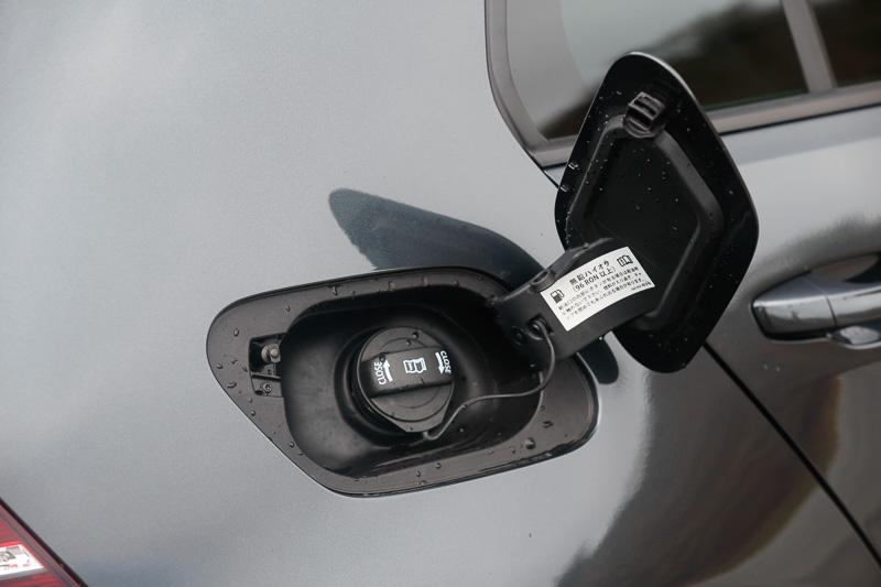 ガソリンを入れる給油口。ハイオク指定となっている