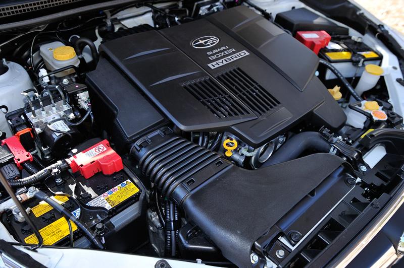 XV ハイブリッドのパワートレーンは、コンべモデルと同スペックの「FB20」エンジンに、最高出力10kW(13.6PS)、最大トルク65Nm(6.6kgm)を発生する「MA1」型モーターを組み合わせる。JC08モード燃費は20.4km/L