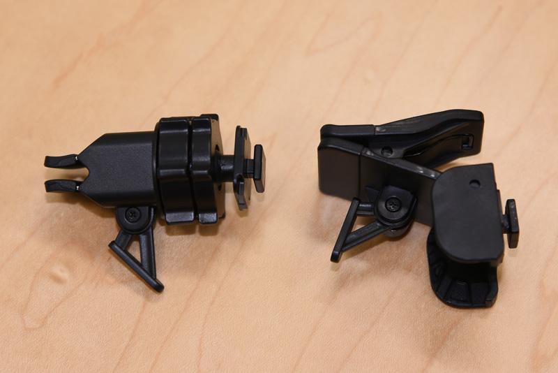 従来機種の取り付けクリップ(左)と、新機種の取り付けクリップ(右)。新機種では挟むことが可能になり、ノートパソコンなどへの取り付けも容易になった