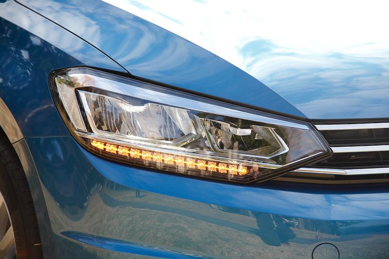 オプションのLEDヘッドライト装備車。ただし、ハイラインのLEDヘッドライトとは形状が異なる