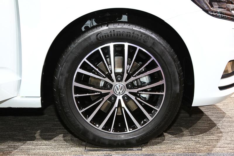 ハイラインのタイヤサイズは、215/55 R17