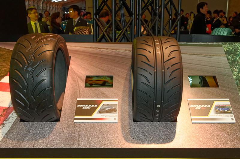 エコタイヤのエナセーブやスポーツラジアルのDIREZZAなどを展示