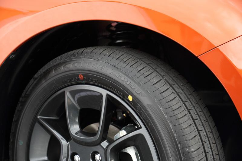 駆動方式は基本は前輪駆動。4WDモデルはビスカスカップリング方式で後輪も駆動する