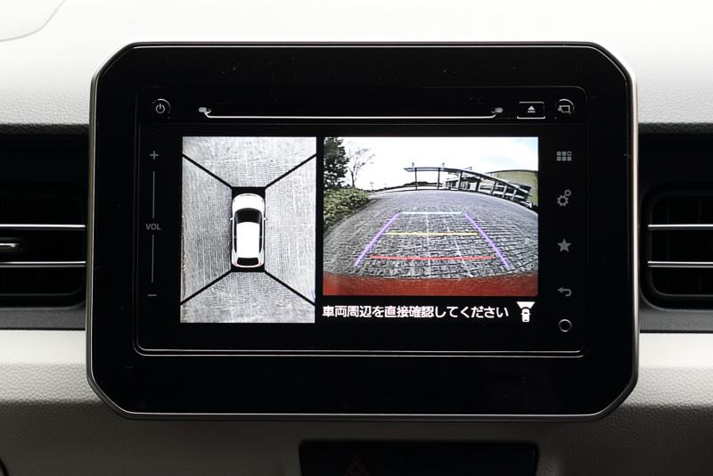 メモリーナビとセットオプションの全方位モニター。4つのカメラの映像による俯瞰映像を画面表示できる
