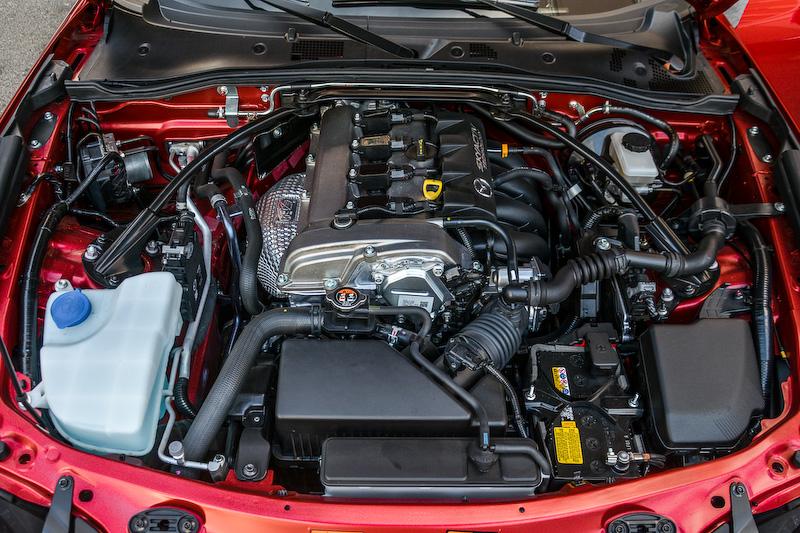 直列4気筒DOHC 2.0リッター「SKYACTIV-G 2.0」エンジン。最高出力は155HP/6000rpm、最大トルクは148lb-ft/4600rpmを発生