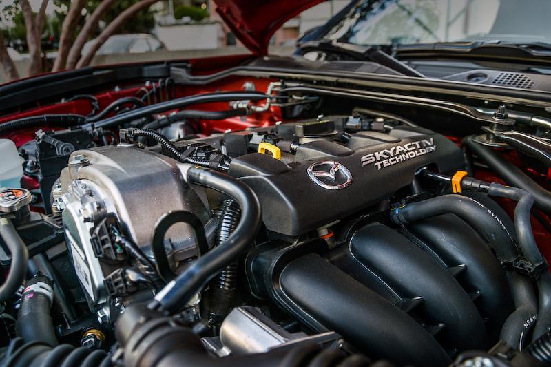 「SKYACTIV-G 2.0」エンジンのボア×ストロークは83.5×91.2mm、圧縮比は13:1とアナウンスされている
