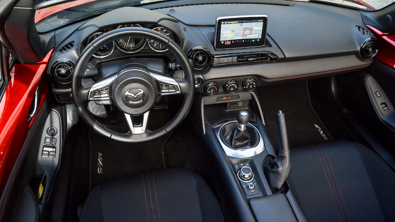 今回テストドライブしたのは、海外では「MX-5」の名で知られるロードスターの「クラブ」グレードをベースにする「ブレンボ/BBSパッケージ」装着車