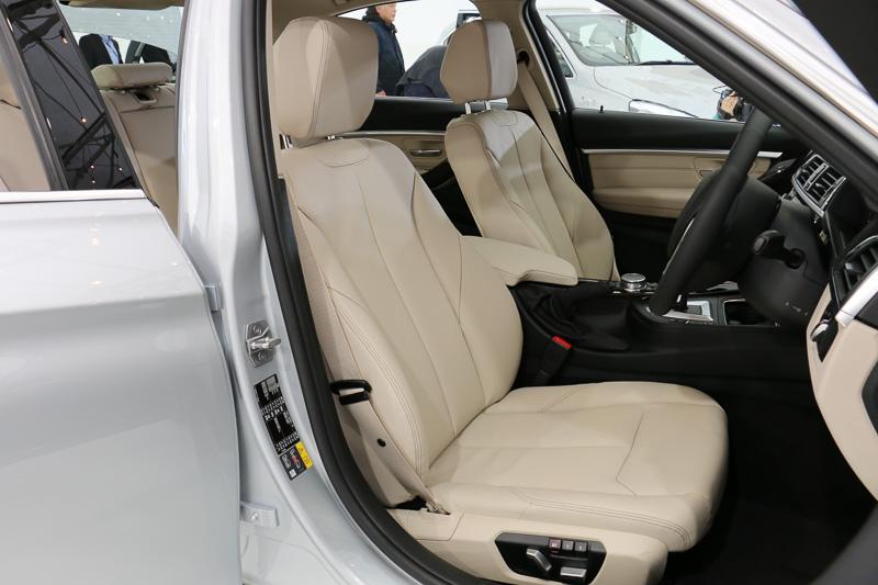 330e Luxuryはダコタ・レザーシートを標準装備。シートカラーはオイスター