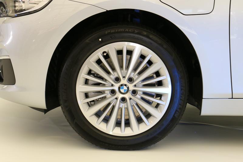 タイヤサイズは205/55 R17。ほかの2シリーズ アクティブ ツアラーと同じくランフラットタイヤを装着する