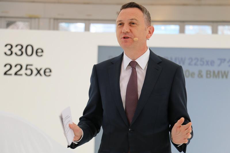 """「将来的には""""BMWコアモデル""""のすべてにプラグインハイブリッドを提供していきたい」と語るクロンシュナーブル氏"""