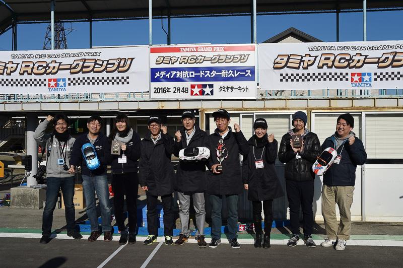 表彰台を獲得した1位のマツダチーム、2位のワンダードライビングチーム、3位のル・ボランチーム