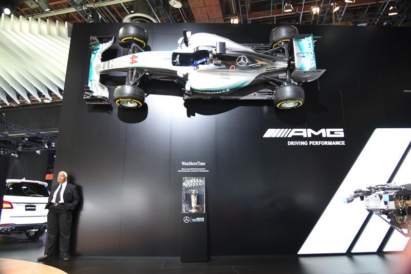 メルセデスベンツブースではF1に関する展示も実施