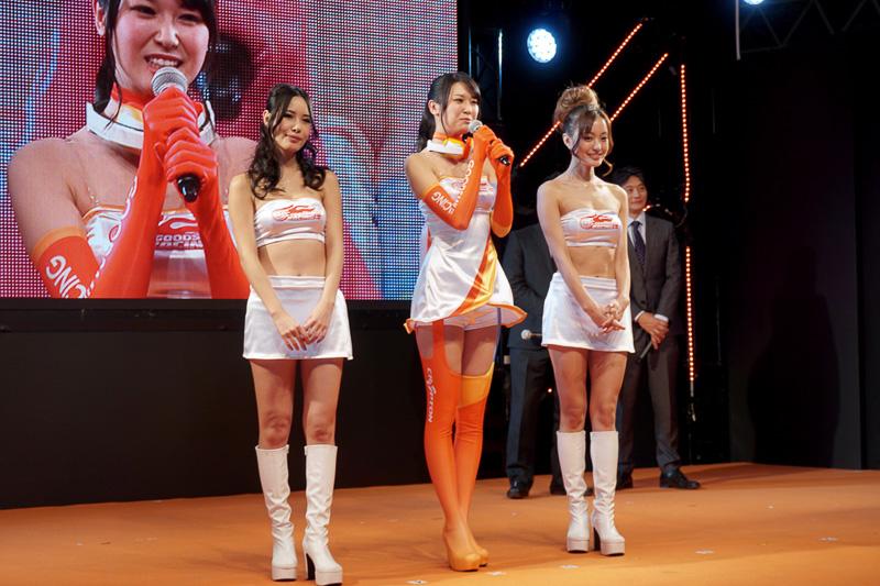 荒井つかささん、山村ケレールさん、水谷望愛さんの3名が「レーシングミクサポーターズ2016」として活躍する