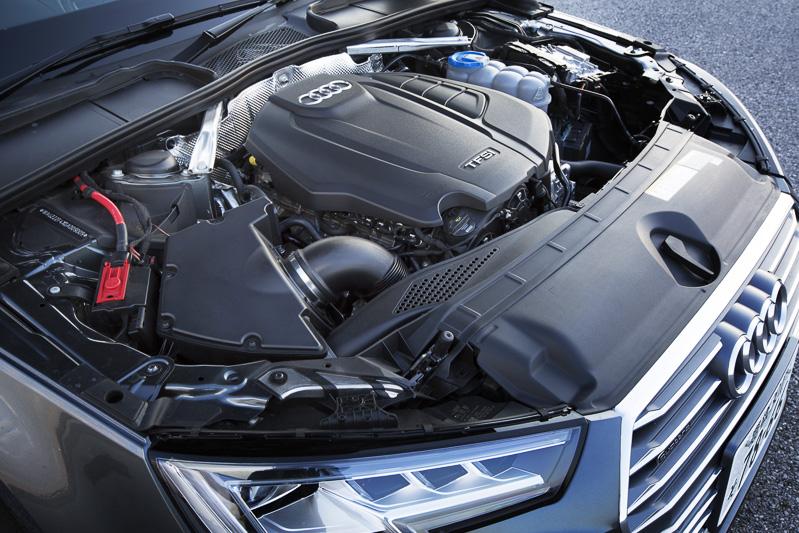 エンジンは140kW(190PS)/320Nm、直列4気筒DOHC 2.0リッターターボ