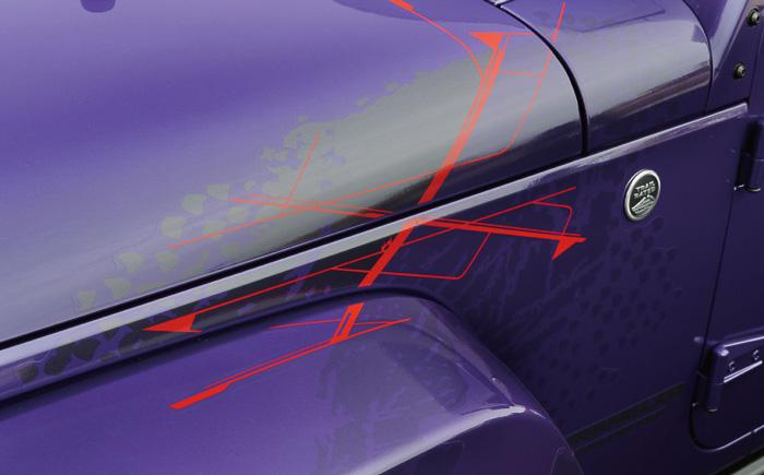 フロント左側とリア右側にエクストリームスポーツのXをモチーフとした専用デカールを装着