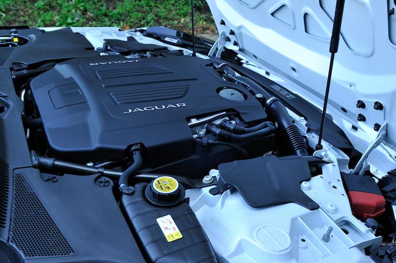 V型8気筒5.0リッタースーパーチャージドエンジンは最高出力405kW(550PS)/6500rpm、最大トルク680Nm/3500rpmを発生