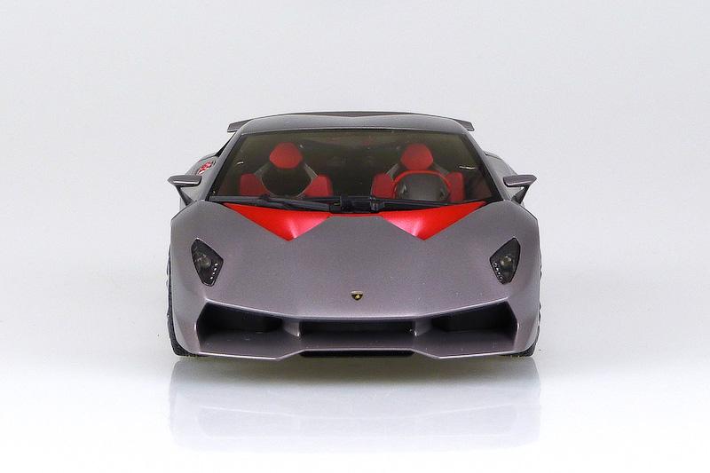 ホイール/ステアリング/フロントバンパーダクト内のメッシュ形状、ブレーキキャリパーなどは、プロトタイプモデルと量産モデルの2種類を用意。テールランプはクリア/クリアレッドの2種類が付属する。完成後の全長は約180mm