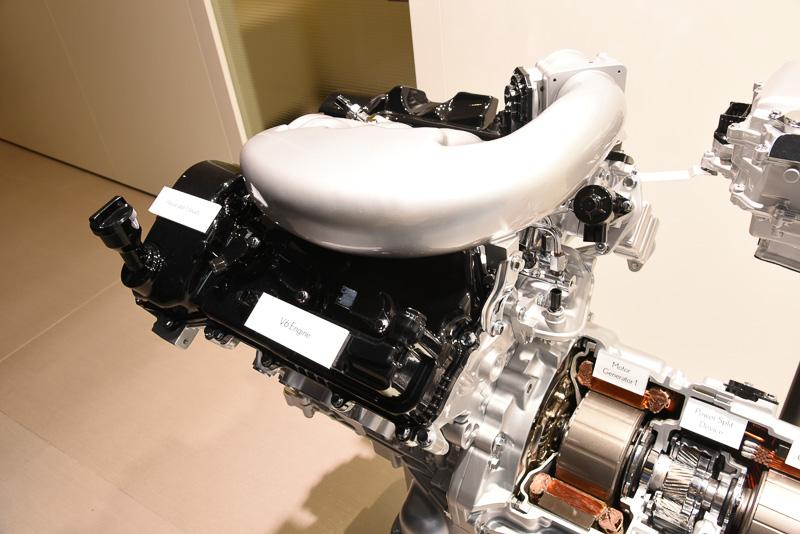 V型6気筒エンジン部