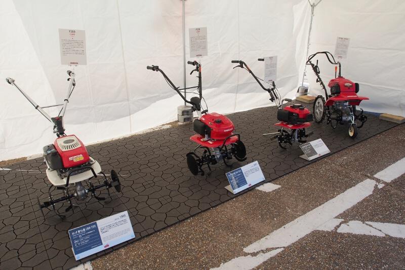 ホンダの耕うん機のうち、過去の代表的な製品が展示された
