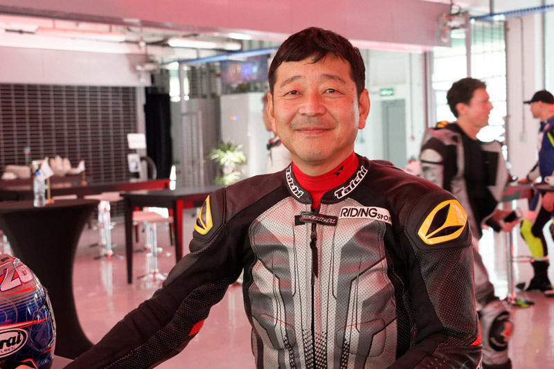 2015年までMotoGPを担当していたブリヂストンの山田宏氏も試乗会に参加