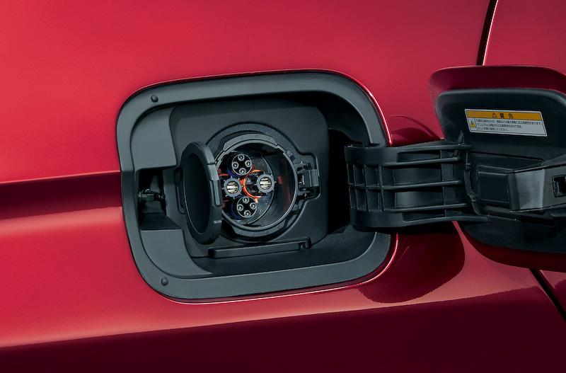 クラリティ フューエル セルのボディサイズは4915×1875×1480mm(全長×全幅×全高)、車両重量は1890kg。エクステリアでは9灯式フルLEDヘッドランプや18インチアルミホイールを装備