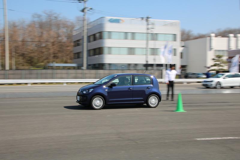 up!でも急制動試験を実施。5速シングルクラッチAT「ASG」の変速がなめらかになった新型モデルは70km/hまでの急加速もスムーズ