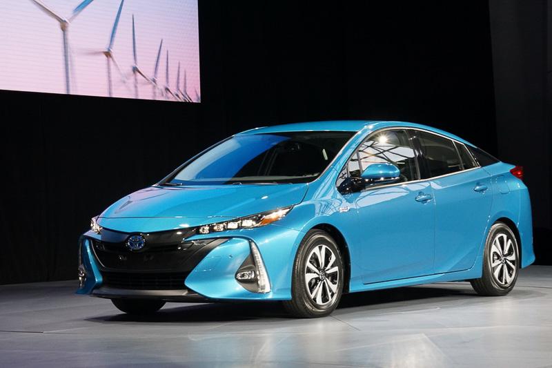 ニューヨーク国際自動車ショーで登場した新型「プリウス PHV」