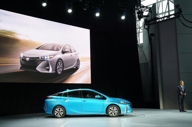 トヨタのプレゼンテーションの最後に登場した新型「プリウス PHV」