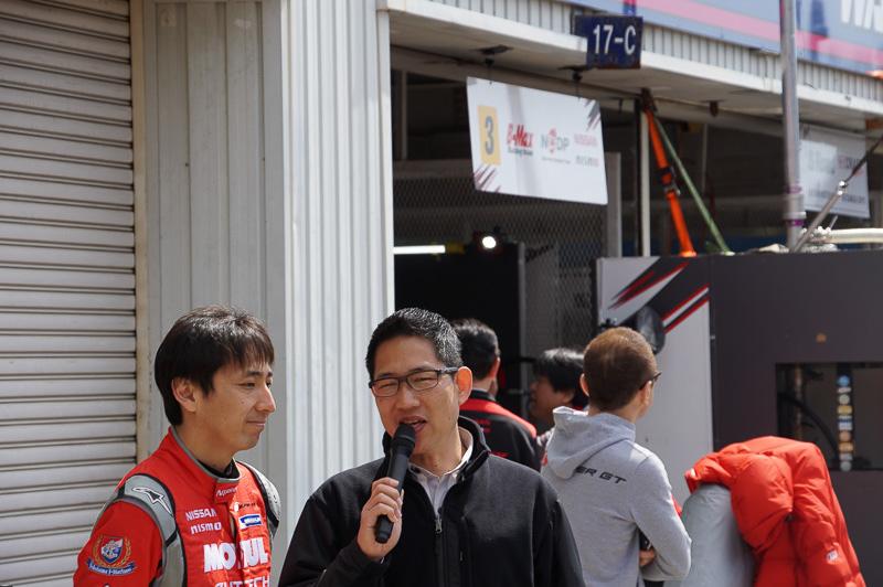 ドライバーも登場し、レースアナウンサーのピエール北川氏からインタビューを受けたり、ファンにサインをしたりしていた