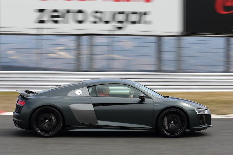 発表会当日はSUPER GTの公式テスト日だったこともあり、富士スピードウェイを走るAudi R8 LMSに注目が集まっていた
