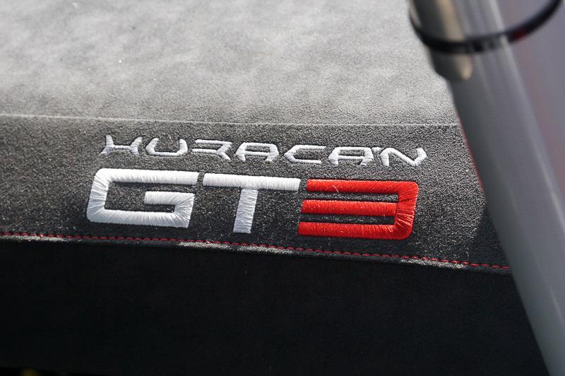 ウラカン GT3のロゴがパッセンジャーシートに貼られていた